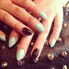 i used to hate on these so hard.. is it weird that i want them..? i don't care. SHORT stiletto nails, gimme claws.