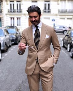 Wow summer mens fashion which look awesome Mens Fashion Blog, Mens Fashion Suits, Mens Suits, Fashion Photo, Fashion Outfits, Khaki Suits, Brown Suits, Der Gentleman, Gentleman Style