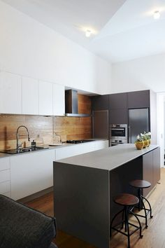 Fabulous Modern Kitchen Sets on Simplicity, Efficiency and Elegance - Home of Pondo - Home Design Kitchen Dinning, Kitchen Sets, New Kitchen, Kitchen Decor, Wooden Kitchen, Kitchen Black, Timber Kitchen, Kitchen Island, Smart Kitchen