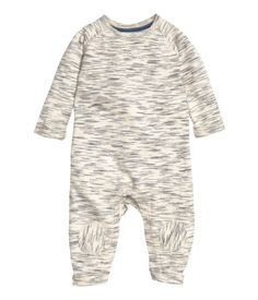 BABY EXCLUSIVE/CONSCIOUS. Jumpsuit in organic cotton sweatshirt fabric. Long raglan sleeves, snap fasteners at top and at gusset, and knee patches. Sewn cuffs on sleeves and hems. Soft, brushed inside.