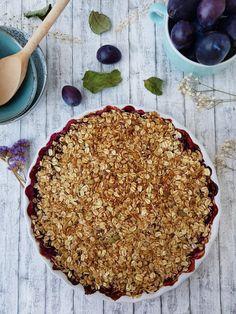 Crumble cu prune si coacaze negre   Foodieopedia Bon Appetit, Granola, Pie, Desserts, Food, Torte, Tailgate Desserts, Cake, Deserts
