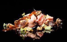 Solomillo ibérico de bellota albardado en panceta ibérica con salsa de miel y romero y su menestra de setas. Las recetas del Chef Arrabal.