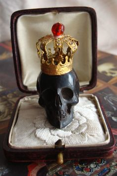 Antique Memento Mori Vanitas Skull Carved w Gilded Crown Cabinet of Curiosites | eBay