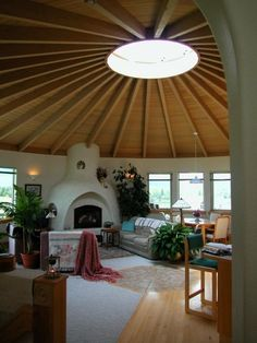 Make room with bales? use yurt roof? Seriously considering a Yurt as a retirement home.one in Montana, one in New Mexico, one in South Carolina.and Alaska maybe Casa Yurt, Yurt Interior, Cob House Interior, Interior Design, Yurt Home, Yurt Living, Living Room, Earth Bag Homes, Silo House