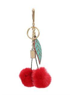 Pin for Later: Mit diesen Anhängern wird jede Tasche ein echter Hingucker  Dolce & Gabbana Taschenanhänger aus Kaninchenfell in Kirschenform (345 €)
