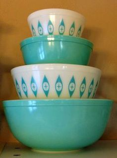 I have the large bowl with the diamond pattern in my collection.