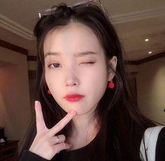 Actress Yoo In Na and actor Kang Ha Neul recently spoke on MBC's Funding Together where Yoo In Na gave her bestie, IU a call live on air. Happy Mid Autumn Festival, Sulli, Kpop Fashion, Hyuna, Heart Earrings, Girl Cartoon, K Idols, Korean Singer, Vkook