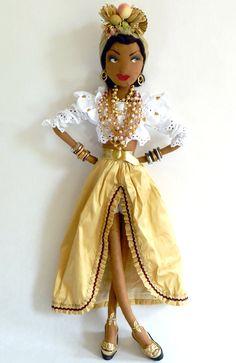 A funny Carmen Miranda version. Pretty Dolls, Beautiful Dolls, Carmen Miranda Costume, Boudoir, Muñeca Diy, African American Dolls, Handmade Felt, Handmade Dolls, Fabric Dolls