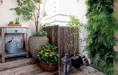 A sensação é de aconchego na varanda de apenas 2 m² do apartamento da arquiteta Beatriz Quinelato, perfeito para um simpático jardim. Vasos bem posicionados e até um móvel rústico cabem na área