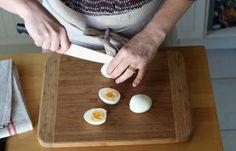 Recette - Oeufs mimosa à la betterave en pas à pas Brunch, Food And Drink, Mimosas, Crochet, Deviled Eggs Recipe, Philly Cream Cheese, Ganchillo, Crocheting, Knits