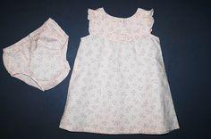 http://www.littlesister.at/mädchenkleidung/kleider-röcke/56-68/ Benetton leichtes Sommerkleid mit süssem Höschen. Größe 56-62 (0-3 Monate). 10,00 €