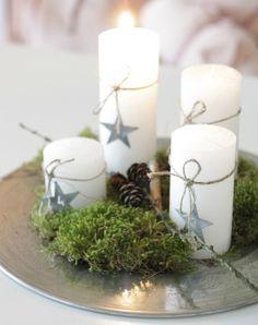 kerstdienblad-met-kaarsen-en-mos