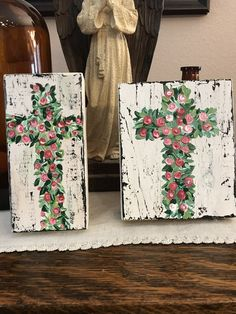 Floral leaf Crosses, Handpainted greenery cross with red and pink roses. by DDOvercastHandmades on Etsy Easter Paintings, Cross Paintings, Acrylic Paintings, Easter Crafts, Christmas Crafts, Easter Art, Wood Block Crafts, Wood Crafts, Red And Pink Roses