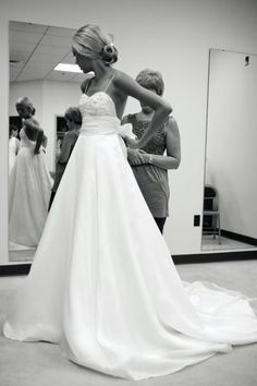 Simple wedding dress, which makes it all the more beautiful.