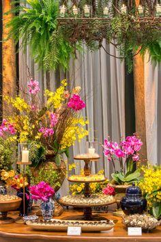 Um casamento com decoração rústica muitas vezes é associado ao estilo romântico e shabby chic. Mas,aqui vamos mostrar uma proposta diferente. Uma decoração alegre, com cores vibrantes e muito charme! Inspiração ideal para noivas modernas, que...