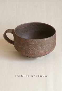 Wabi-Sabi minimalist ceramic mug by Hasuo Shizuko Ceramic Tableware, Ceramic Cups, Ceramic Art, Kitchenware, Japanese Ceramics, Japanese Pottery, Pottery Mugs, Ceramic Pottery, Earthenware