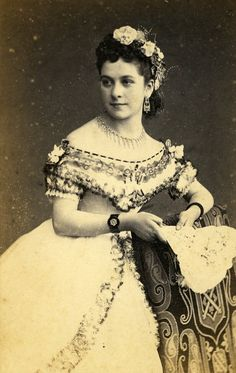 Peru. Lady portrait Lima,  c. 1860 //  Photo Courret Hermanos