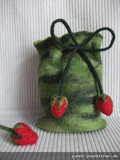 kleiner Beutel aus Filz mit Erdbeeren