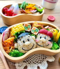 {BF1F5986-9406-4528-B95D-0CCC7E607F5A} Cute Bento Boxes, Lunch Boxes, Halloween Baskets, Kawaii Cooking, Kawaii Bento, Sushi Art, Cute Food, Creative Food, Food Presentation