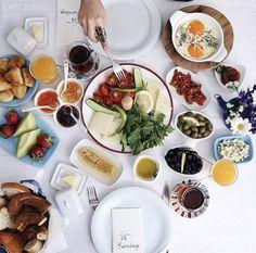 Breakfast by Kurabiye Otel – Kurabiye – The Most Practical and Easy Recipes Table Settings, Breakfast, Bowie, Morning Coffee, Table Top Decorations, Place Settings, Desk Layout