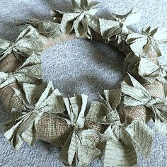 If you are looking for a really quick DIY project that will add a huge impact to your home, I would definitely give this easy Burlap Rag Wreath a try! Diy Yarn Wreath, Easy Burlap Wreath, Sunflower Burlap Wreaths, Burlap Garland, Burlap Flowers, Yarn Wreaths, Flower Wreaths, Tulle Wreath, Fabric Flowers