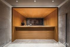 _ Yosuke Hayashi from studio designed KOFFEE MAMEYA which is located in Omotesando, Tokyo. Coffee Shop Design, Cafe Design, Store Design, House Design, Japan Design, Dark Interiors, Shop Interiors, Cafe Interior, Interior Design