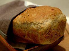 Denne brøddeigen helles direkte fra bakebollen over i brødformene.Kilde: Margit Vea for dinmat Banana Bread, Baking, Desserts, Recipes, Inspiration, Tailgate Desserts, Biblical Inspiration, Deserts, Bakken
