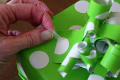Simply Julie: Wrapping Paper Bows using left over wrapping paper to make bows (like curling ribbon). Arts And Crafts, Paper Crafts, Diy Crafts, Wrapping Paper Bows, Wrapping Ideas, Present Wrapping, Craft Wedding, Christmas Is Coming, Holiday Crafts