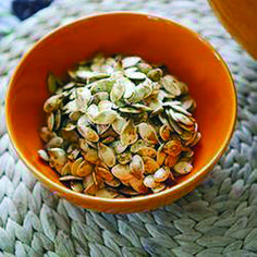 Healthier how to make roast pumpkin seeds only on salonfood.com Roasted Pumpkin Seeds, Roast Pumpkin, Pumpkin Seed Nutrition, Good Roasts, Seeds For Sale, Stuffed Shells, Ratatouille, Food Hacks