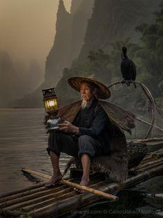 Ao pôr do sol no Rio Li, em Yangshuo, Guilin