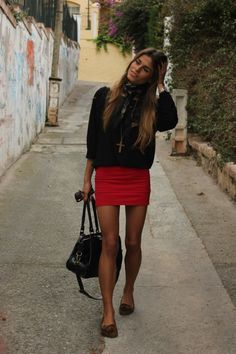 Black t-shirt + mini red skirt! Cool outfit!