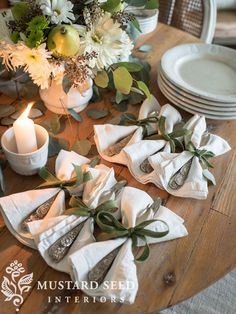 I created a Thanksgiving tablescape featuring my latest thrift store finds, including heavy glass - Table Settings Thanksgiving Traditions, Thanksgiving Tablescapes, Thanksgiving Decorations, Holiday Tablescape, Thanksgiving Holiday, Holiday Dinner, Family Holiday, Comment Dresser Une Table, Traditional Thanksgiving Dinner