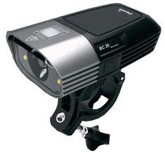 Linterna para Bicicleta Fenix BC20 con 400 lúmenes. Ilumina a 120 metros de distancia. 16 hrs de duración de pack de baterias en modo Bajo. 3 modos de iluminacion, un modo luz día y 1 modo flash.
