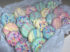 hoppy easter Oreos dipped in chocolate, decorated for Easter in pastel colors and easter sprinkles. Easter Snacks, Easter Candy, Hoppy Easter, Easter Brunch, Easter Treats, Easter Recipes, Easter Eggs, Easter Dishes, Easter Food