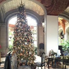 Dessertpin - America's Largest Home for the Holidays: Biltmore Estate on Stress-Free Baby Christmas Decorations For The Home, Holiday Decor, Holiday Ideas, Biltmore Estate Christmas, North Carolina Homes, Large Homes, Historic Homes, Outdoor Fun, Places To Visit