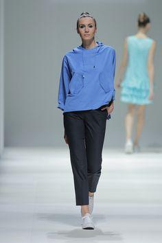 Tot-hom_SS15_63 #tothom #pretaporter #elegancia #modamujer #moda #fashion #desfile #ss15 #Barcelona #Madrid #tendencia #model #modelo #minimal #lineasrectas #abrigosanchos #pantalon #vestido #oversize #troquelada #colorpastel #colorvivo