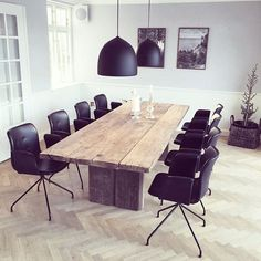 Primum Chairs in black leather. Photo: @byloth