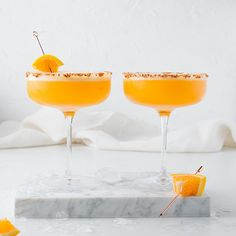 Low-calorie cocktail recipe alert! Low Calorie Cocktails, Dry January, Alcohol Free, Tequila, Cocktail Recipes, Good Food, Drinks, Tableware, Drinking