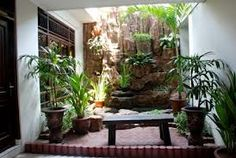 Best place to learn how to create your own indoor garden. Atrium Garden, Indoor Planters, Indoor Gardening, Gardening Tips, Vegetable Garden Planner, Herb Garden Design, Small Potted Plants, Large Backyard, Herbs Indoors