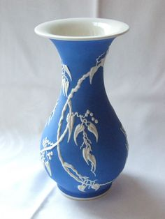 Blaue Rosenthal-Relief-Vase - Entwuf Stockmayer - Kunstabteilung US-Zone | eBay