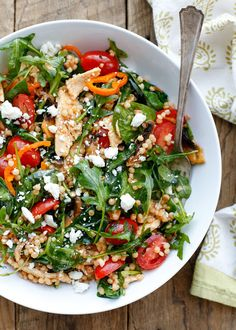 Summer Israeli Couscous Salad with chicken, tomatoes, peppers, and mushrooms! from @barefeetkitchen