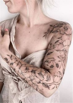 20 unique flower sleeve tattoo design ideas for women who look great . - 20 unique flower sleeve tattoo design ideas for women that look awesome! – – 20 Unique Flower S - Quarter Sleeve Tattoos, Arm Sleeve Tattoos, Sleeve Tattoos For Women, Tattoo Sleeve Designs, Women Sleeve, Floral Sleeve Tattoos, Shoulder Tattoos, Unique Women Tattoos, Half Sleeve Flower Tattoo