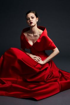 Get inspired and discover Zac Posen trunkshow! Shop the latest Zac Posen collection at Moda Operandi. Red Fashion, Fashion 2020, Runway Fashion, Ladies Fashion, Style Couture, Couture Fashion, Zac Posen, Satin Gown, Fashion Show Collection