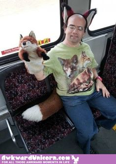 23 hilarious pictures of people in public transport you can't miss Fox Man, Pink Watch, Commute To Work, Lol, Crazy People, Anti Social, Attractive Men, Public Transport, Cringe
