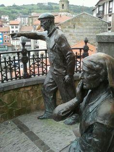 Esperando a los marineros , Bermeo, Basque Country, Spain
