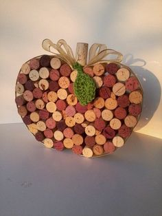 Basteln mit Korken apfel wanddeko