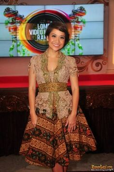 kebaya modern simple elegan model kebaya modern Qbaya.com