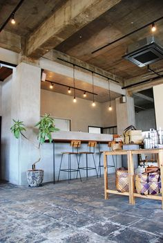 Boutique Interior, Cafe Interior, Interior Design, Coffee Cafe, Coffee Shop, Takachiho, Window Signs, Architecture, Table