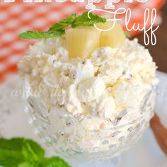 PINEAPPLE FLUFF It's all about the fluff! This Pineapple Fluff has all those yummy, summery, island flavors in a cool and creamy dessert! Fluff Desserts, Köstliche Desserts, Delicious Desserts, Dessert Recipes, Yummy Food, Pineapple Desserts, Pineapple Recipes, Pineapple Fluff, Crushed Pineapple