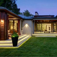 Bluffview Backyard By Phillip Jennings Bungalow house design, Architecture house, House designs exte Bungalow House Design, Modern House Design, Contemporary Design, One Storey House, Dream House Exterior, Modern Bungalow Exterior, Dream House Plans, Facade House, Exterior Design